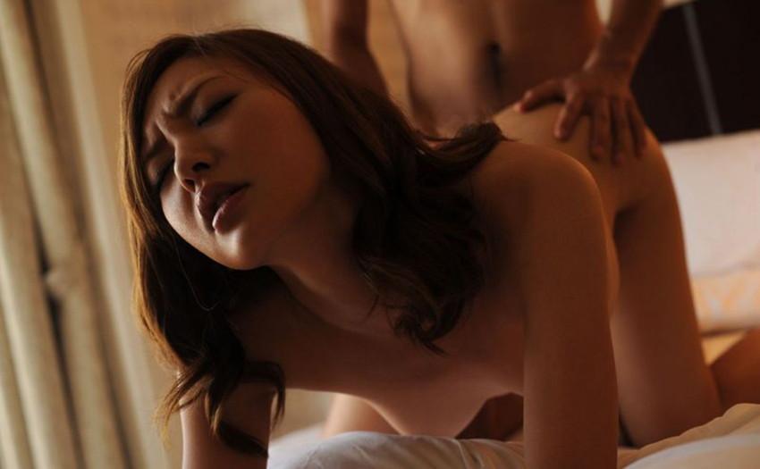 【バックエロ画像】まるで女の子を犯しているかの錯覚!?女の子の視覚外からの挿入! 44