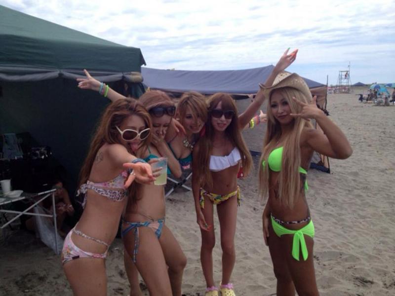 【素人水着エロ画像】いよいよ夏終了間近!素人娘たちの水着姿も見納めか!? 11