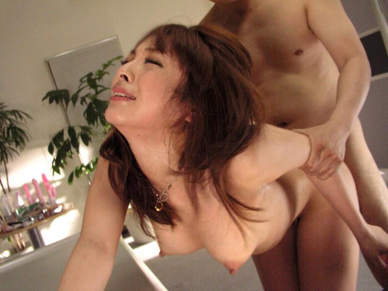 【立ちバックエロ画像】立ったままの女の子を後ろからハメる立ちバック! 05