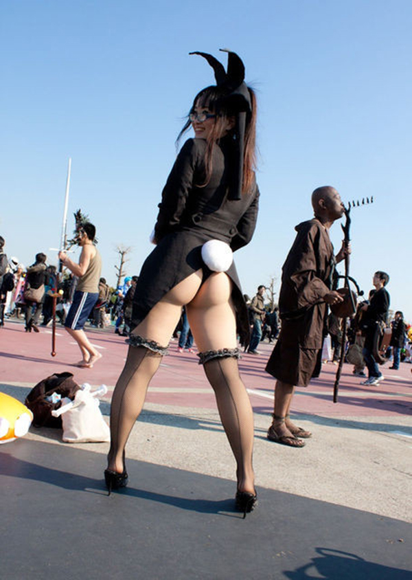 【コミケエロ画像】露出過多!過激衣装で大衆の面前にたつ素人コスプレイヤー! 42