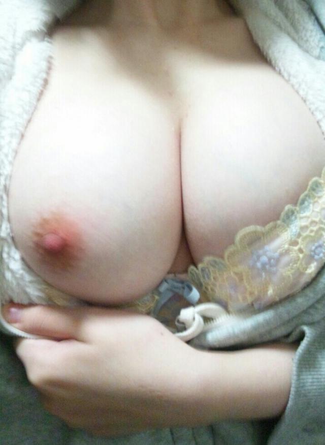 【自撮りエロ画像】素人娘たちの自撮り画像ってめっちゃシコだよな!? 18