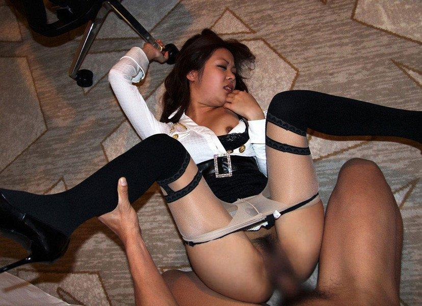 【着衣セックスエロ画像】オシャレな女の子は着衣ごと犯したいヤツちょっと来い! 27