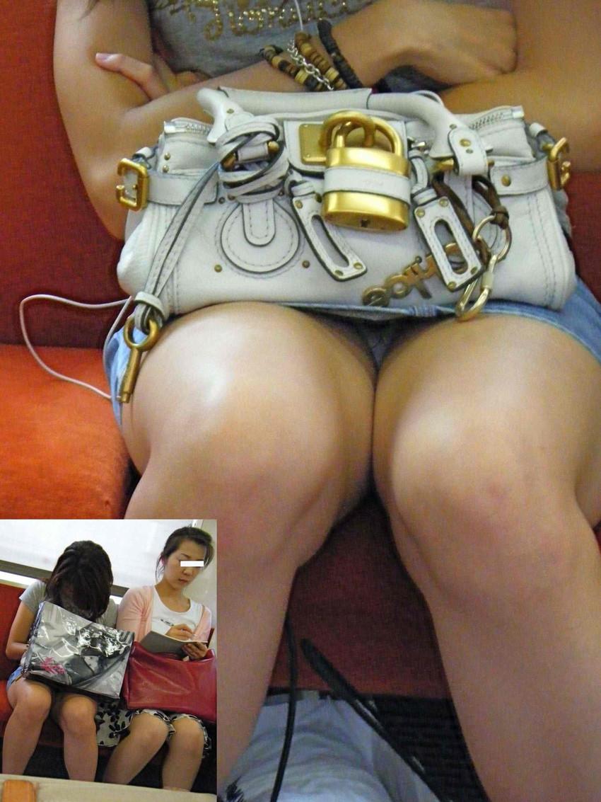 【電車内盗撮エロ画像】電車内でパンチラ、胸チラしている女子を盗撮したったww 44