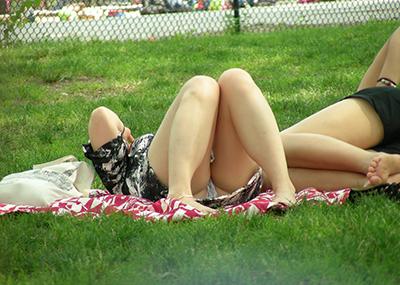 【海外パンチラエロ画像】海外娘たちのパンチラ画像集めたった!卑猥な股間エロッ!