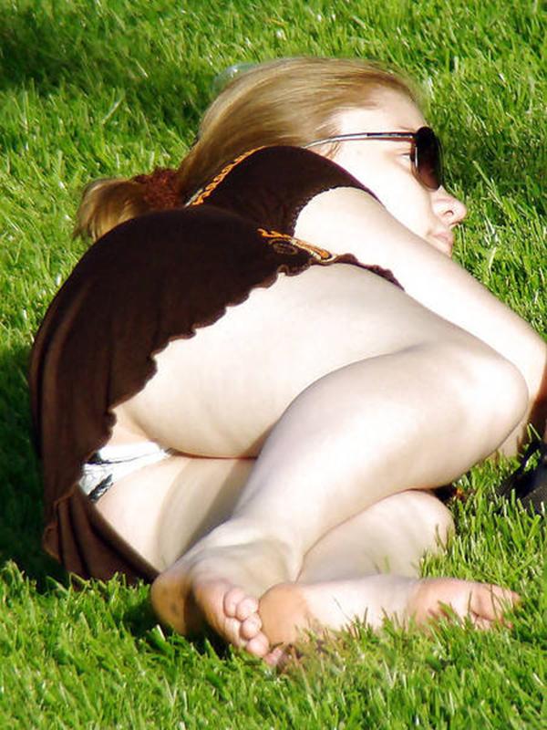 【海外パンチラエロ画像】海外娘たちのパンチラ画像集めたった!卑猥な股間エロッ! 06