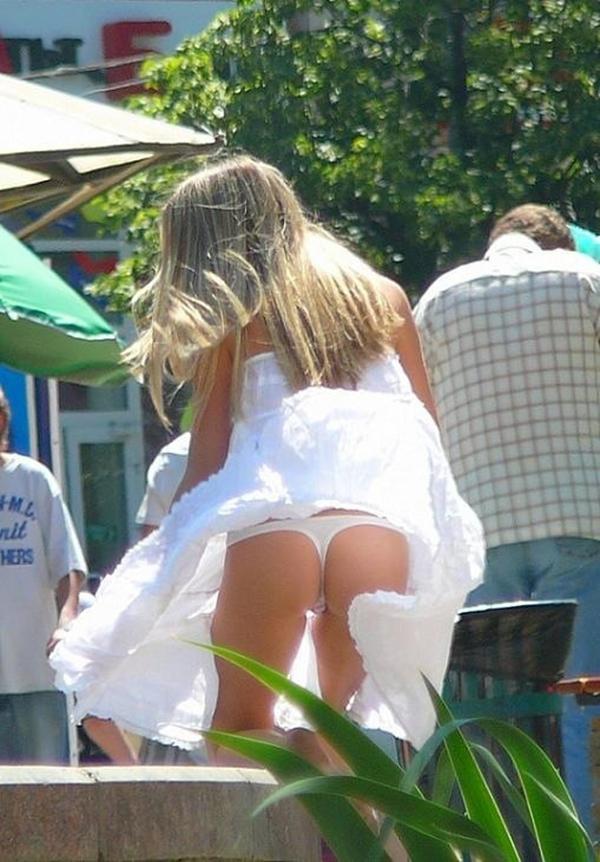【海外パンチラエロ画像】海外娘たちのパンチラ画像集めたった!卑猥な股間エロッ! 08