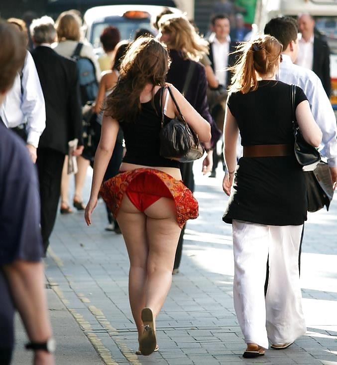 【海外パンチラエロ画像】海外娘たちのパンチラ画像集めたった!卑猥な股間エロッ! 36