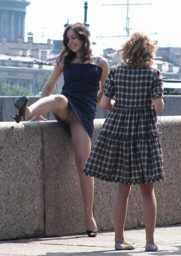 【海外パンチラエロ画像】海外の女の子たちの街撮りパンチラ集めてみた! 08