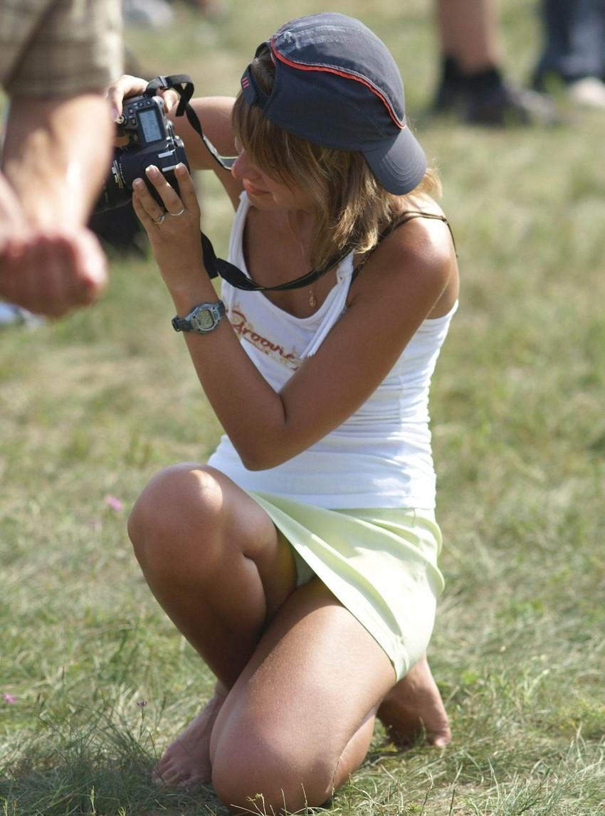 【海外パンチラエロ画像】海外の女の子たちの街撮りパンチラ集めてみた! 16