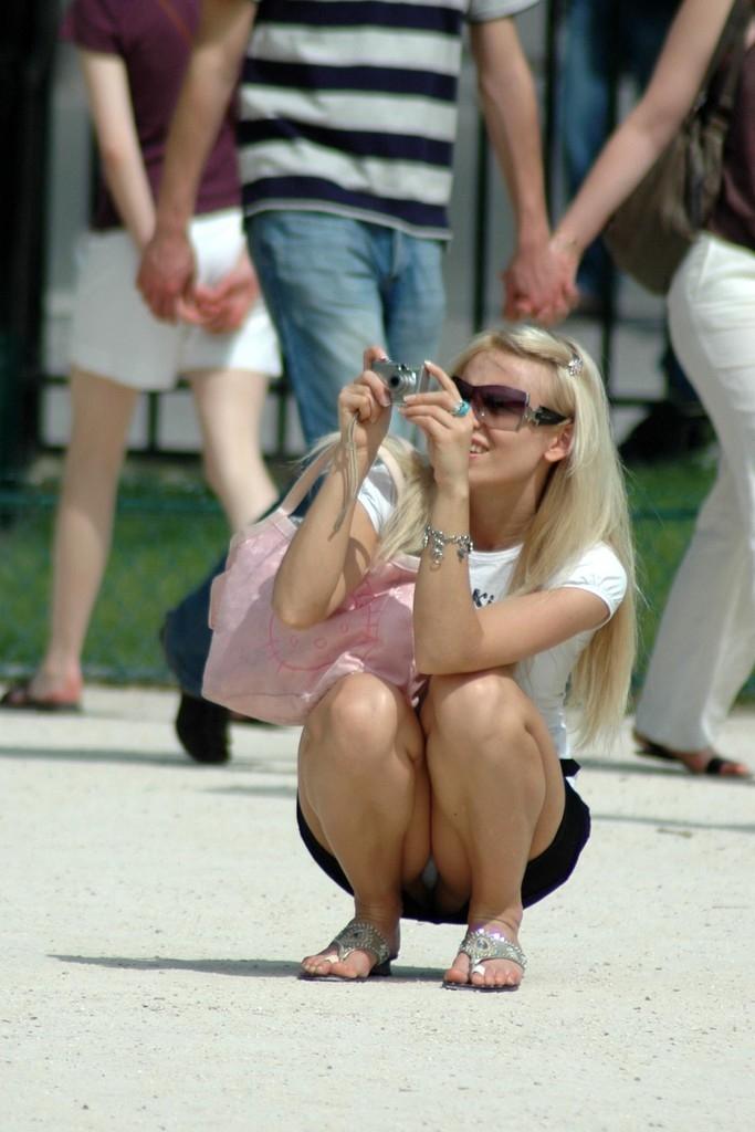 【海外パンチラエロ画像】海外の女の子たちの街撮りパンチラ集めてみた! 18