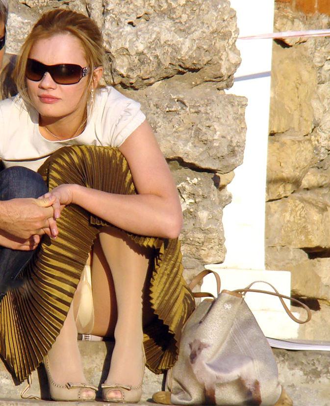 【海外パンチラエロ画像】海外の女の子たちの街撮りパンチラ集めてみた! 24