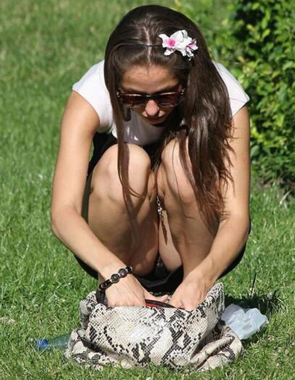 【海外パンチラエロ画像】海外の女の子たちの街撮りパンチラ集めてみた! 27