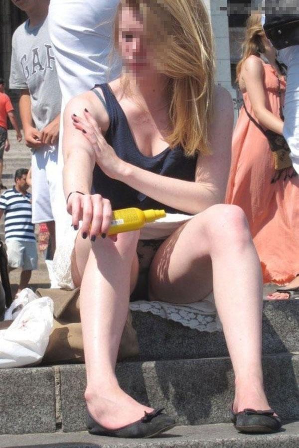 【海外パンチラエロ画像】海外の女の子たちの街撮りパンチラ集めてみた! 29