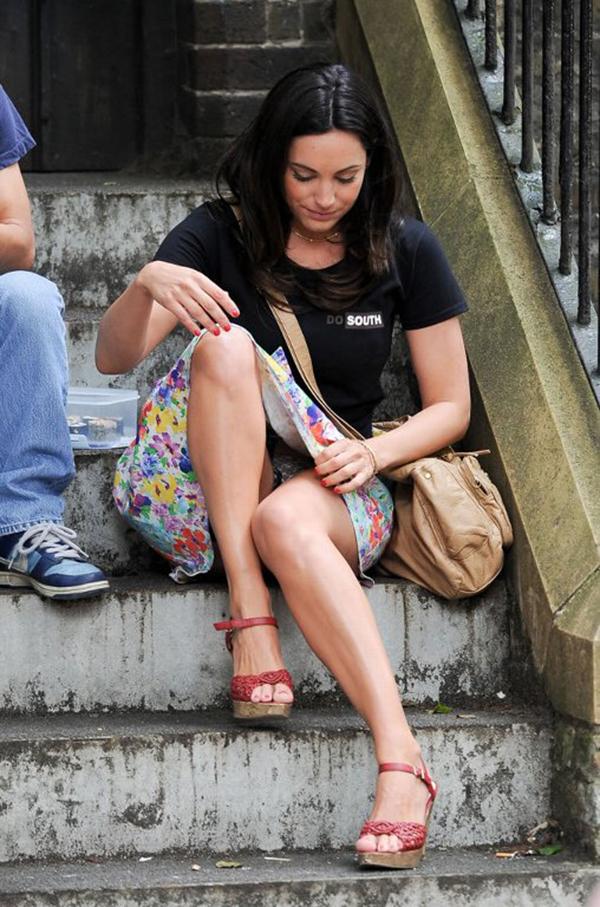 【海外パンチラエロ画像】海外の女の子たちの街撮りパンチラ集めてみた! 37