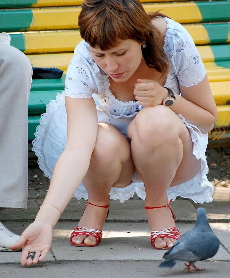 【海外パンチラエロ画像】海外の女の子たちの街撮りパンチラ集めてみた! 49