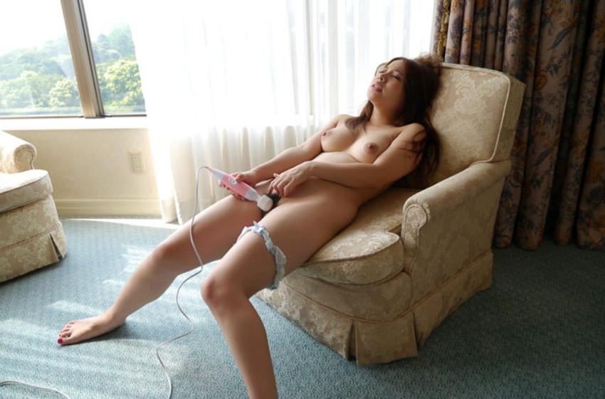 【電マオナニーエロ画像】強烈な刺激!電マでオナニーする女たちのエロ画像! 02