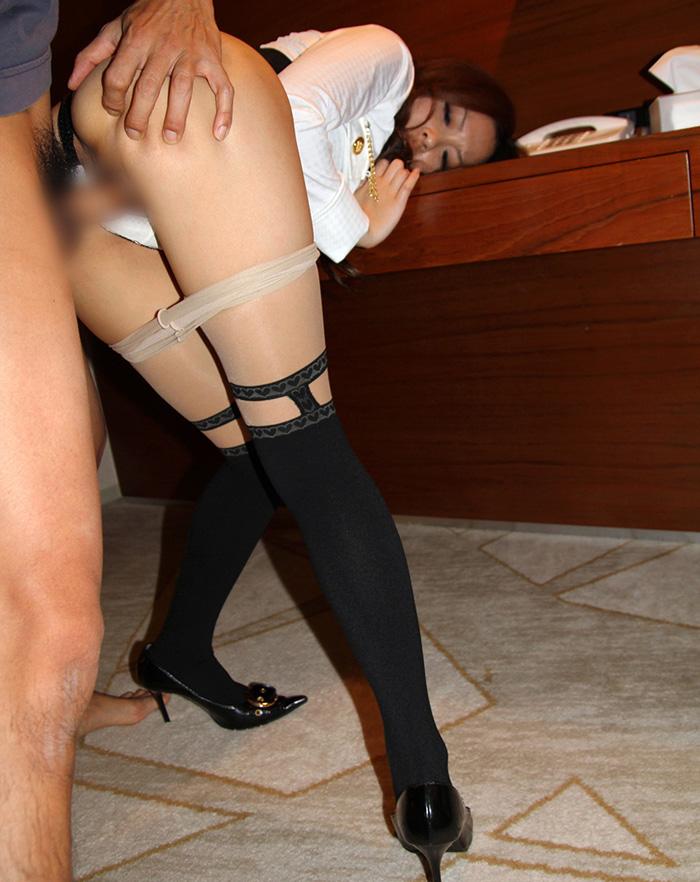 【着衣セックスエロ画像】着衣のままセックスする女たち!乱れた着衣に萌え~! 54