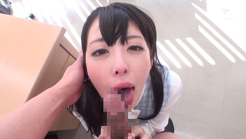 【着衣フェラチオエロ画像】服をきたまま男のチンポにしゃぶりつく女、エロ杉! 36