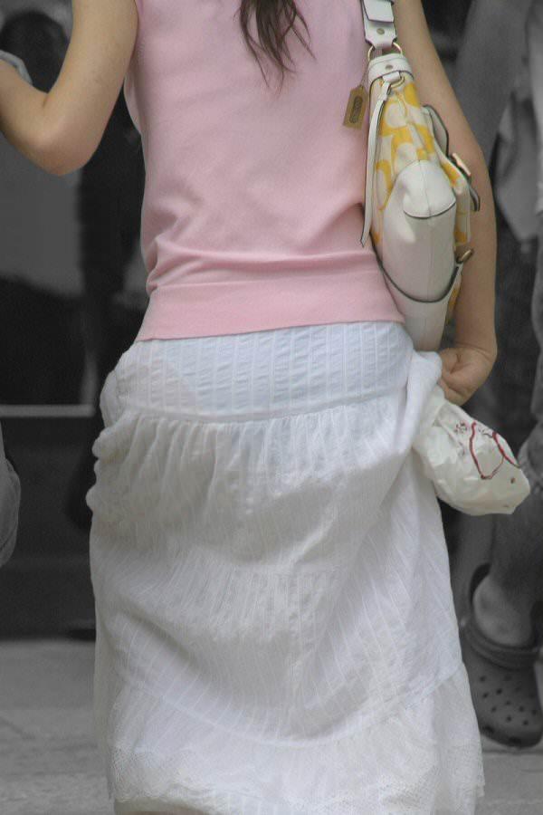 【素人着衣透けエロ画像】故意か不本意か?これじゃ着衣が透けて丸見えだろ!? 45
