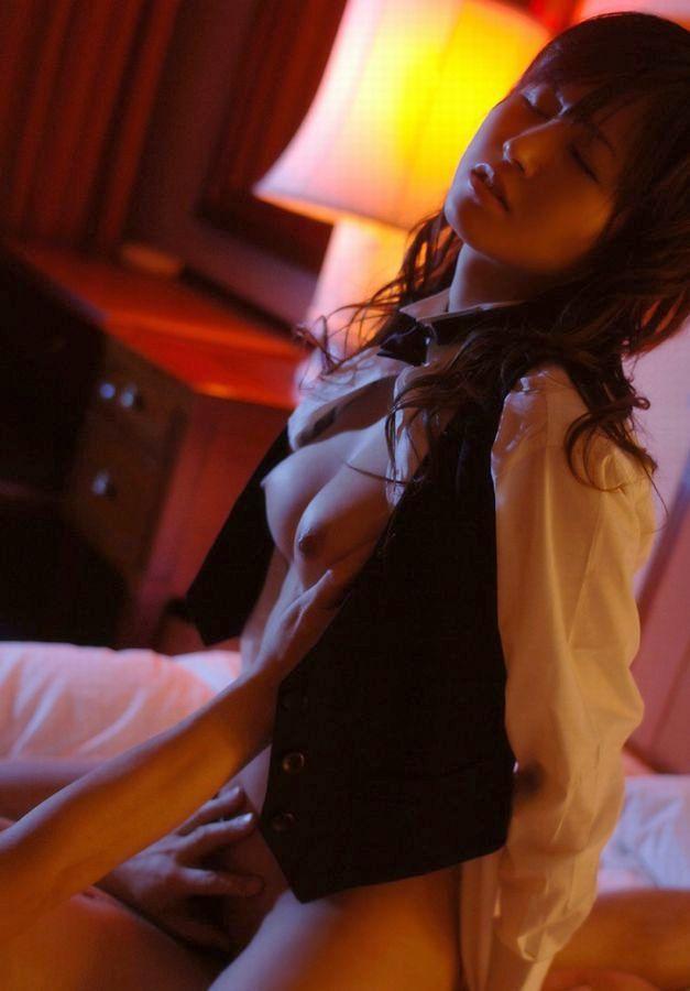 【着衣セックスエロ画像】着衣のまま乱れセックスする女エロすぎて草www 21