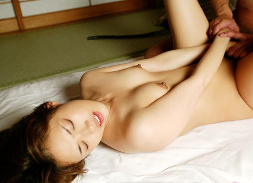 【正常位エロ画像】正常位という誰もが経験するセックスの体位でセックス! 06