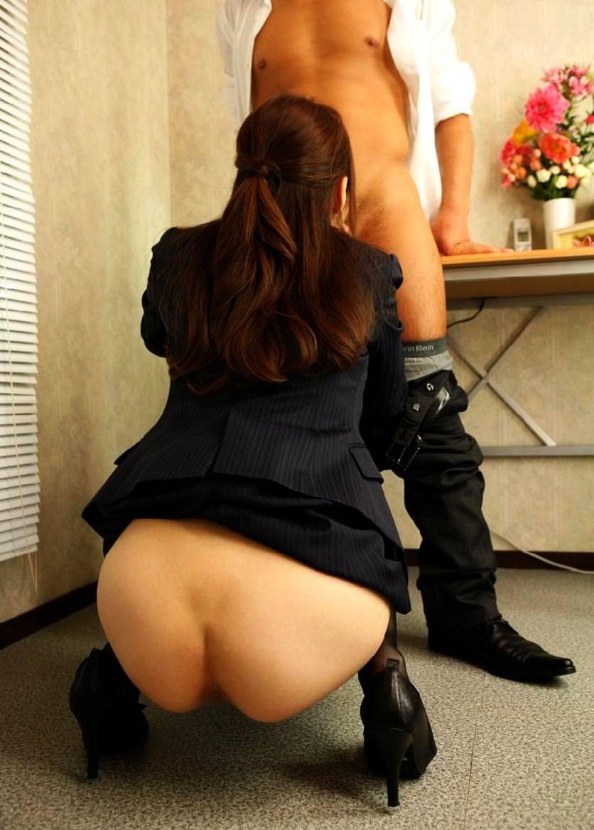 【着衣フェラチオエロ画像】着衣のままでチンポを欲するドスケベ女!www 49