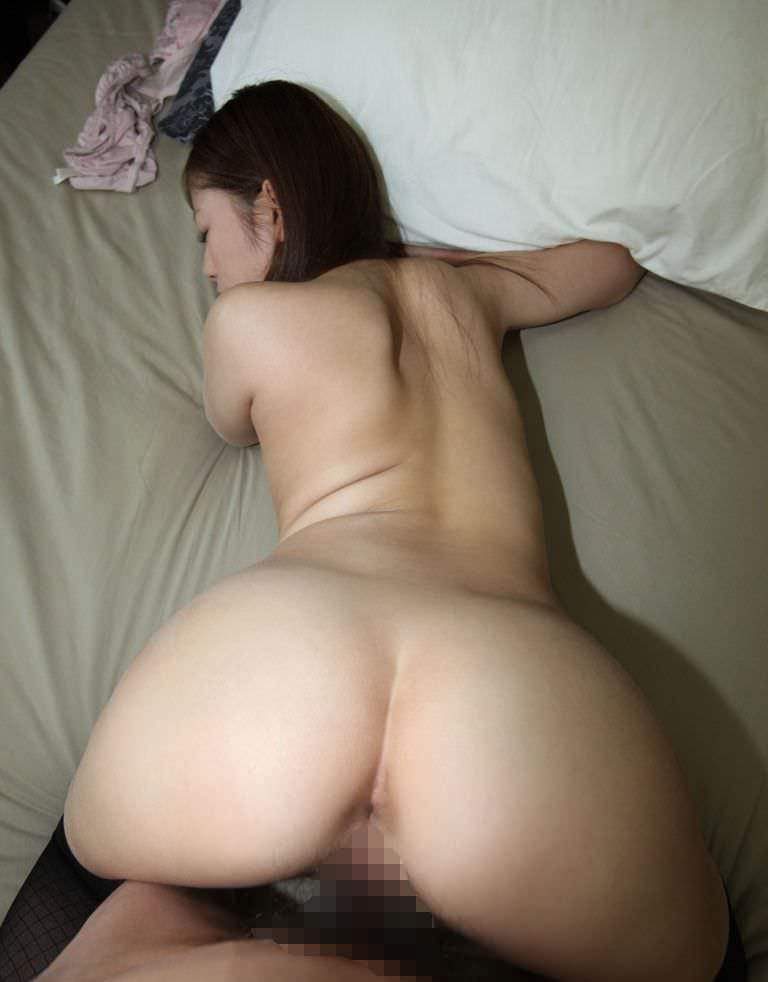 【バックエロ画像】四つん這いにさせた女の子の尻を眺めてセックス!www 02