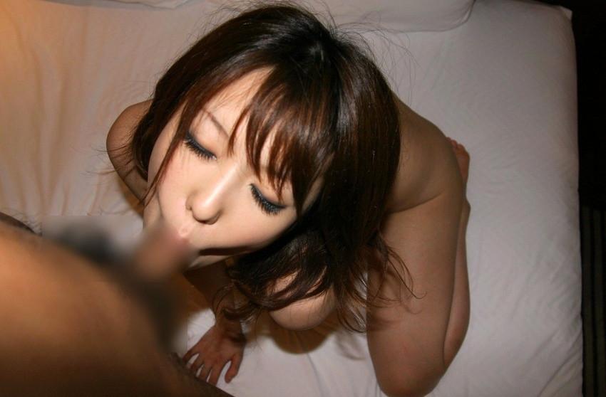 【全裸フェラチオエロ画像】一糸まとわぬ姿でチンポにしゃぶりつく女エロすぎワロタwww 37