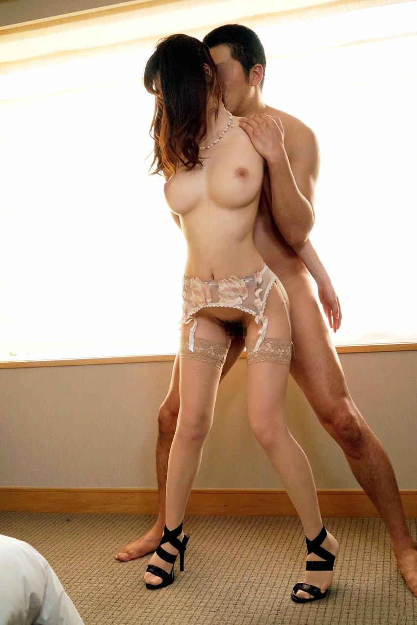 【立ちバックエロ画像】女の子を立たせたまま後ろからセックスする体位がこちらw 12