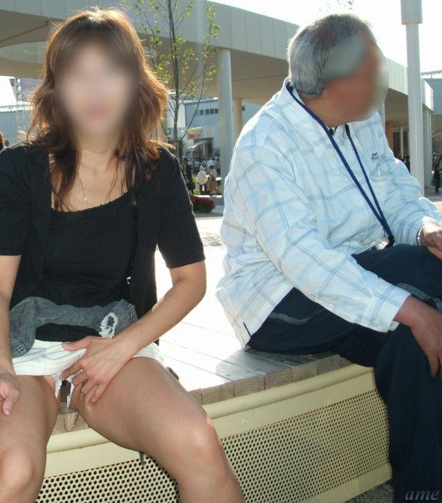 【野外露出エロ画像】思い切りが良い!こんな場所でも服を脱ぎ去る素人娘! 25