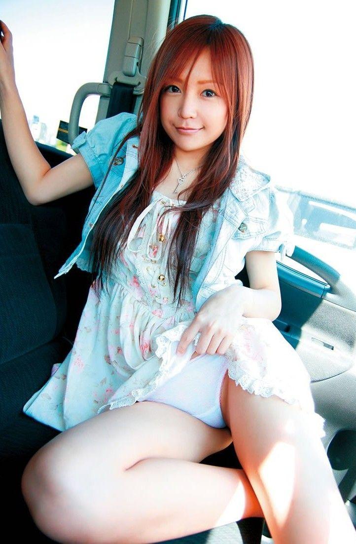 【セルフパンチラエロ画像】自らスカートをまくりあげて見せるセルフパンチラww 09