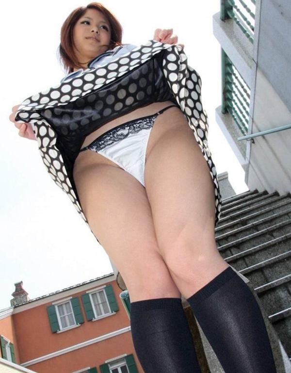 【セルフパンチラエロ画像】自らスカートをまくりあげて見せるセルフパンチラww 38
