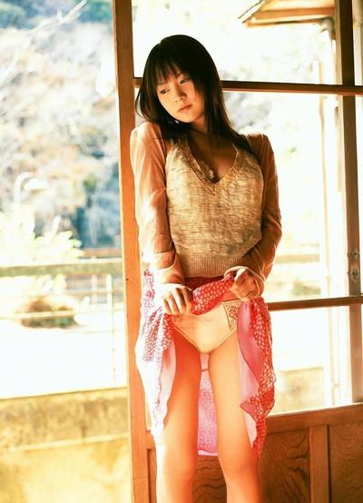 【セルフパンチラエロ画像】自らスカートをまくりあげて見せるセルフパンチラww 52