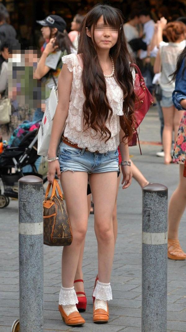 【街撮り美脚エロ画像】街中で見かけた美脚な女の子の画像集めたったwww 07