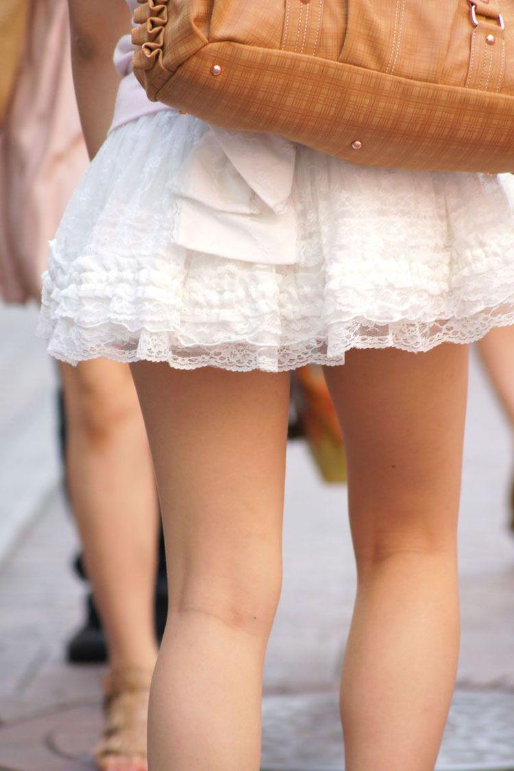 【街撮り美脚エロ画像】街中で見かけた美脚な女の子の画像集めたったwww 08