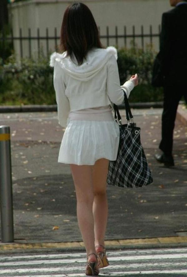 【街撮り美脚エロ画像】街中で見かけた美脚な女の子の画像集めたったwww 17