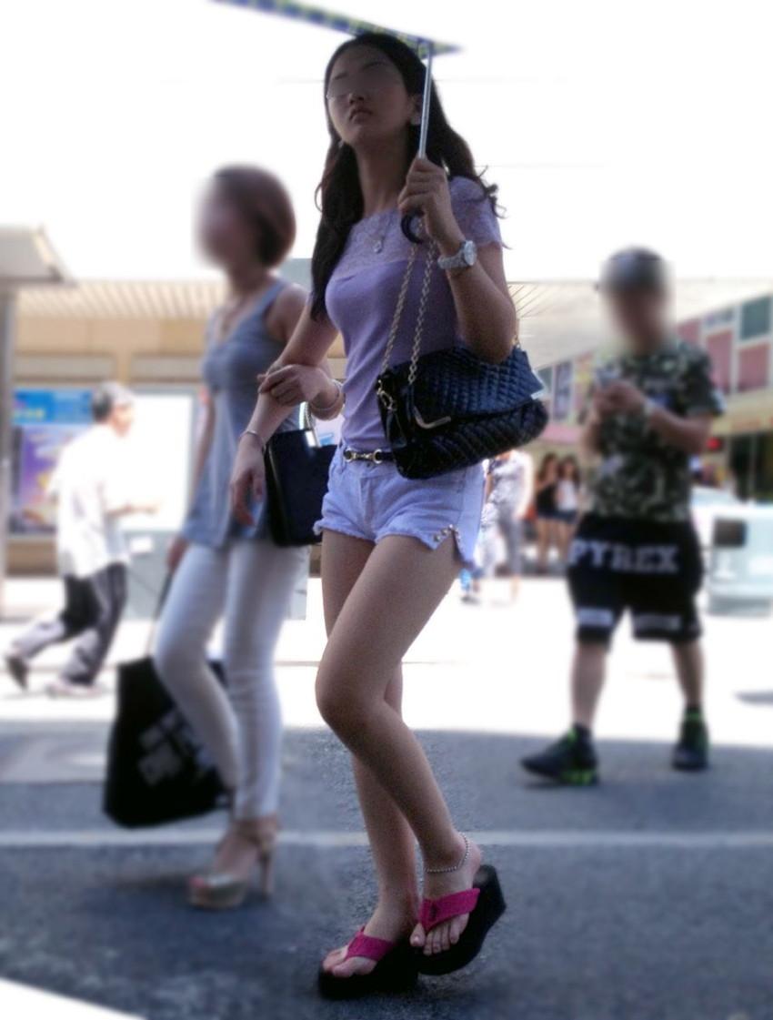 【街撮り美脚エロ画像】街中で見かけた美脚な女の子の画像集めたったwww 18
