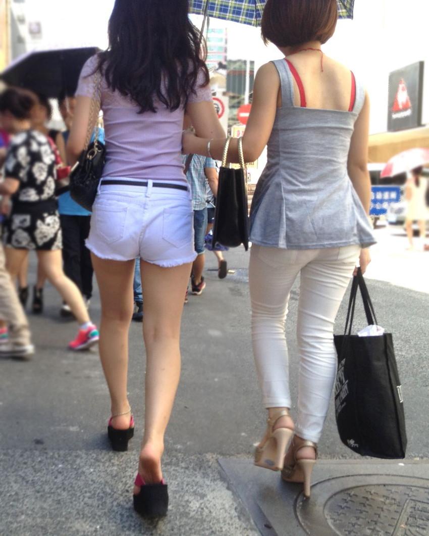 【街撮り美脚エロ画像】街中で見かけた美脚な女の子の画像集めたったwww 21