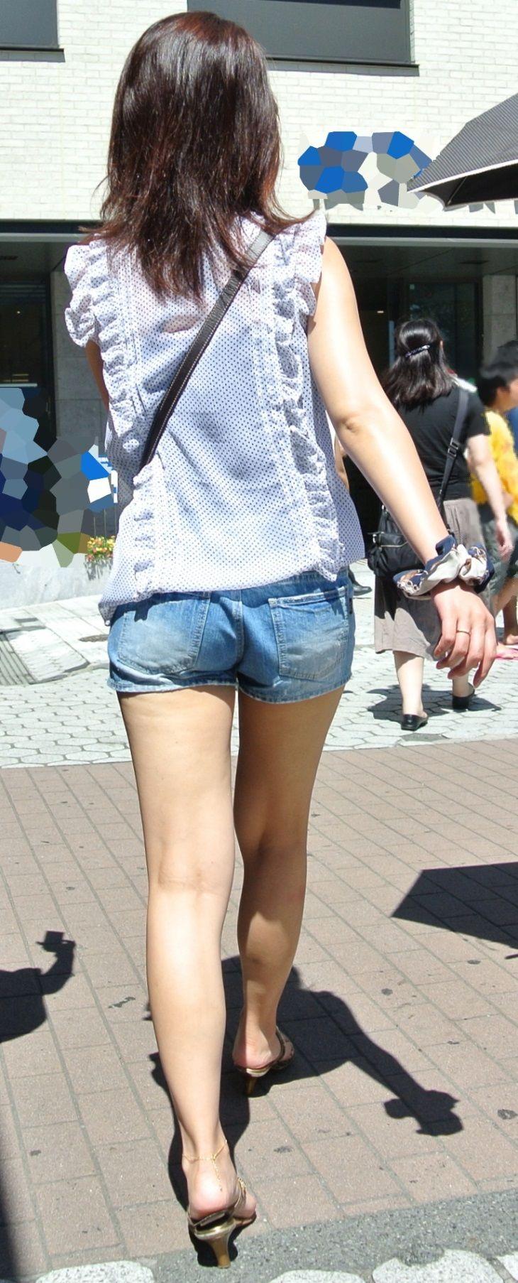 【街撮り美脚エロ画像】街中で見かけた美脚な女の子の画像集めたったwww 26
