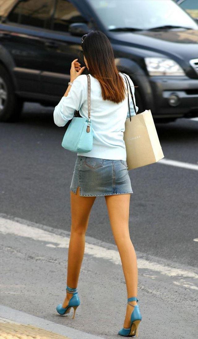 【街撮り美脚エロ画像】街中で見かけた美脚な女の子の画像集めたったwww 27