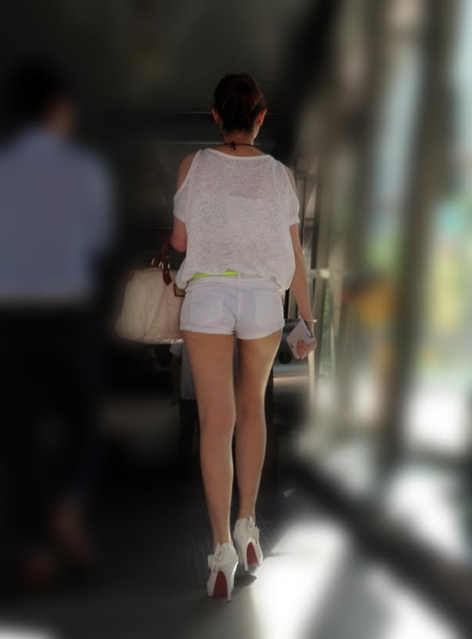 【街撮り美脚エロ画像】街中で見かけた美脚な女の子の画像集めたったwww 30