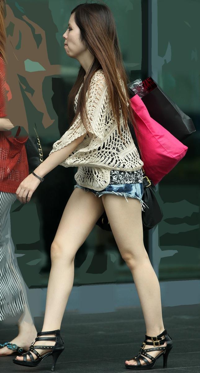 【街撮り美脚エロ画像】街中で見かけた美脚な女の子の画像集めたったwww 31