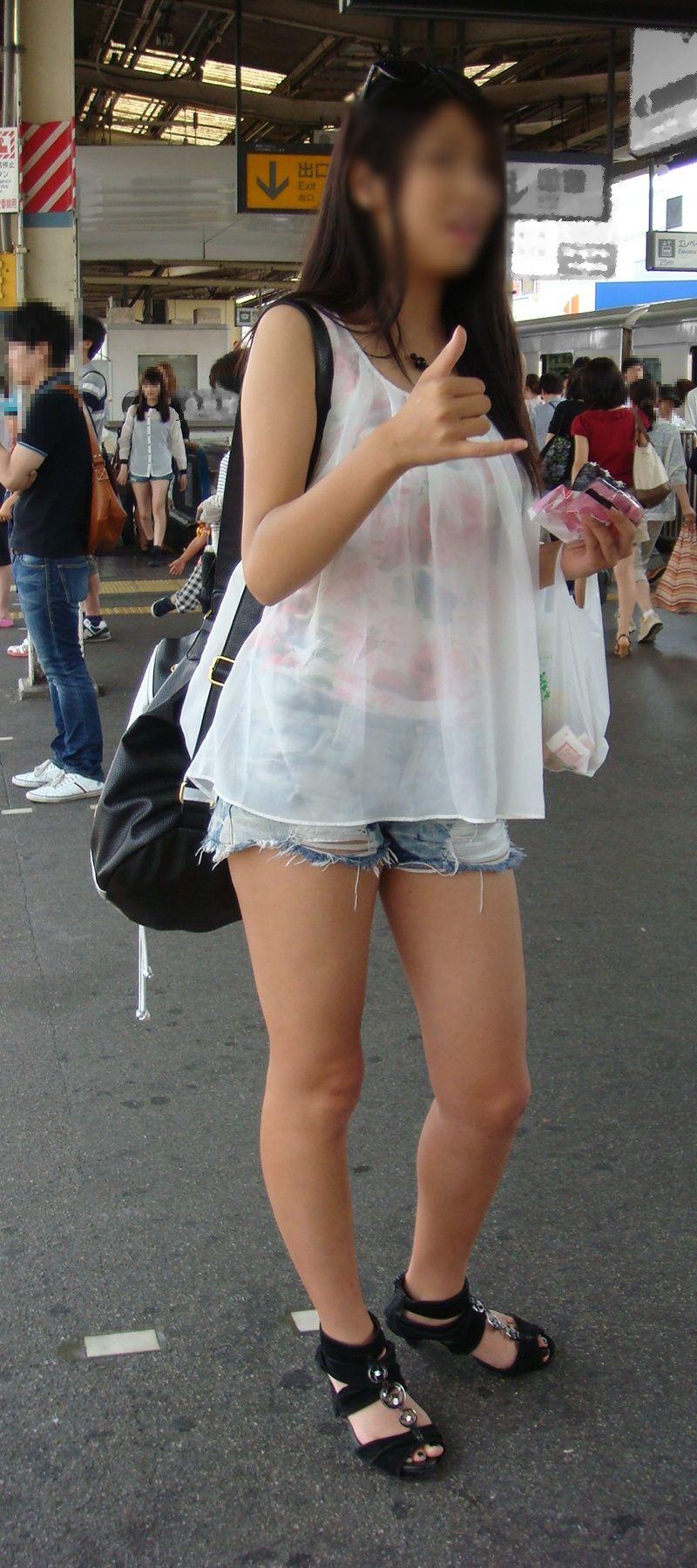 【街撮り美脚エロ画像】街中で見かけた美脚な女の子の画像集めたったwww 33