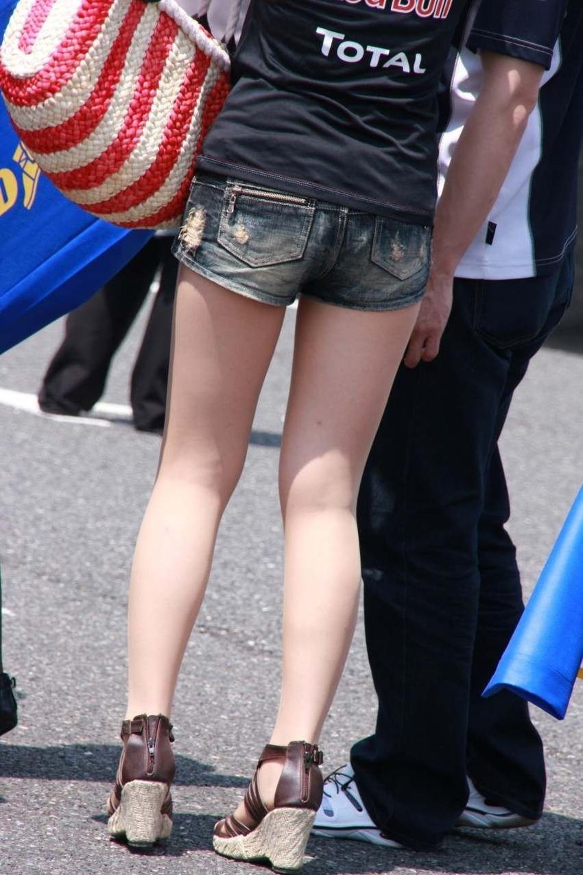 【街撮り美脚エロ画像】街中で見かけた美脚な女の子の画像集めたったwww 34