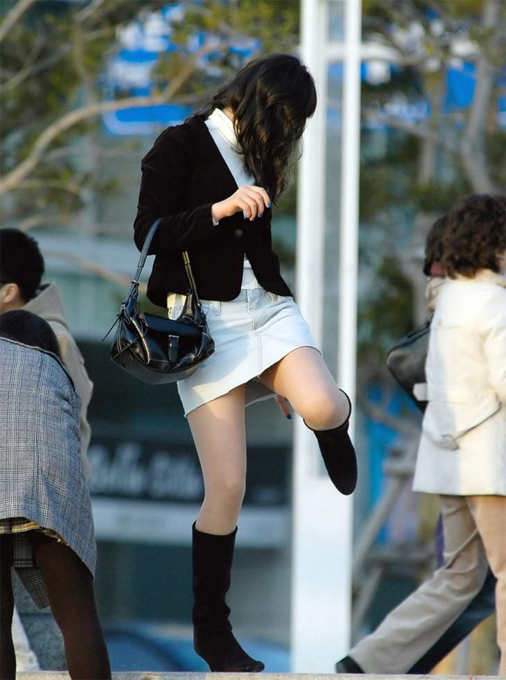 【街撮り美脚エロ画像】街中で見かけた美脚な女の子の画像集めたったwww 36