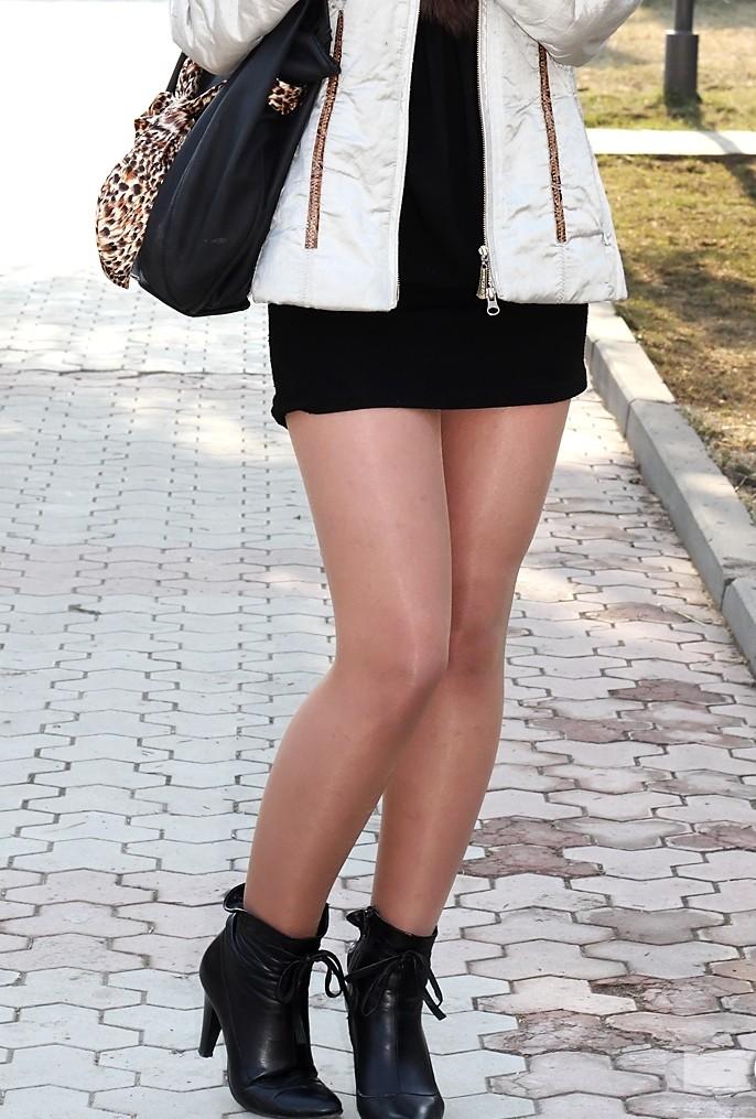 【街撮り美脚エロ画像】街中で見かけた美脚な女の子の画像集めたったwww 39