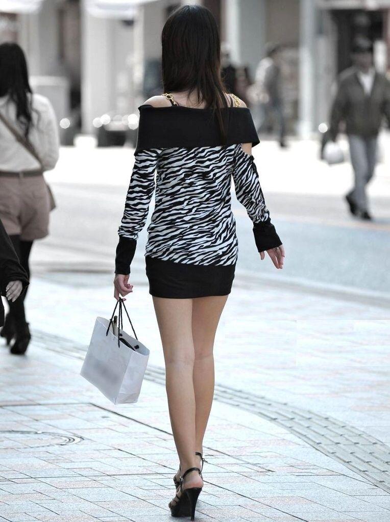 【街撮り美脚エロ画像】街中で見かけた美脚な女の子の画像集めたったwww 44