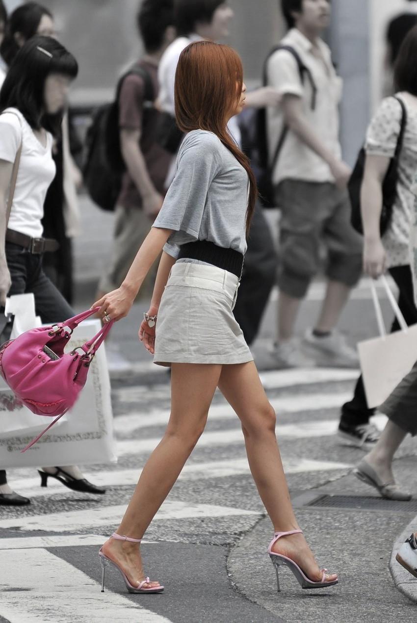 【街撮り美脚エロ画像】街中で見かけた美脚な女の子の画像集めたったwww 51