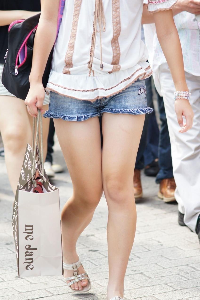【街撮り美脚エロ画像】街中で見かけた美脚な女の子の画像集めたったwww 52