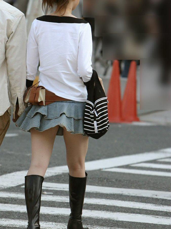【街撮りパンチラエロ画像】街中でパンチラしている女の子を隠し撮り!wwww 29